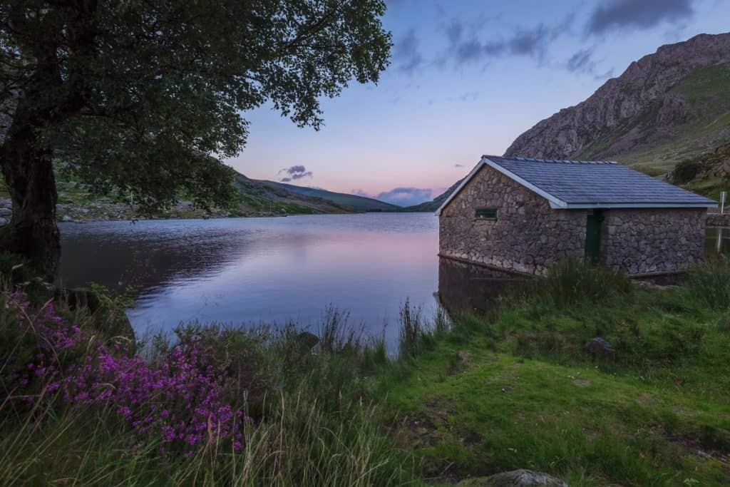 The Ogwen boathouse on Llyn Ogwen is a great choice for sunrise photography in North Wales